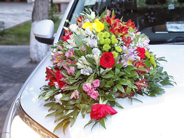 Blumenschmuck fürs Auto